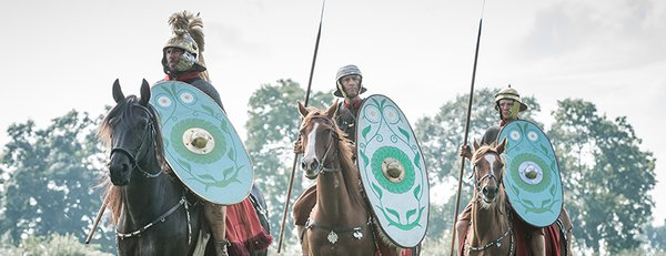 Roman cavalry with shields and lances