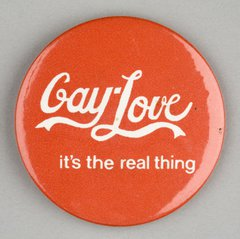 Button badge from 2005 with Gay Love slogan