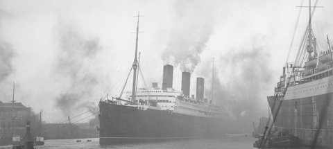 'Berengaria' passing the Neptune Yard of Swan Hunter & Wigham Richardson, c1921