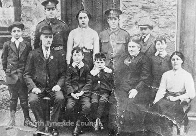 Group of people in South Shields 1918
