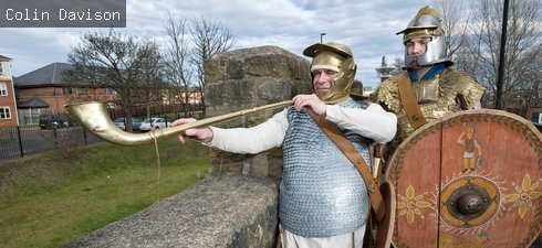 2 Quinta soldiers stood on Hadrian's Wall at Segedunum