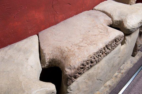 Roman toilet seat