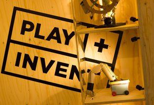 PLAY+INVENT