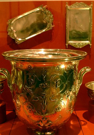 Gold coloured pots from Segedunum